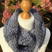 Chunky infinity scarf in marble grey