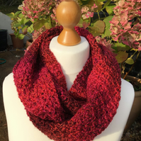 Chunky infinity scarf in red marble