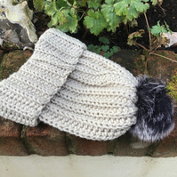 Chunky hat in acrylic with Merino wool with faux fur Pom pom