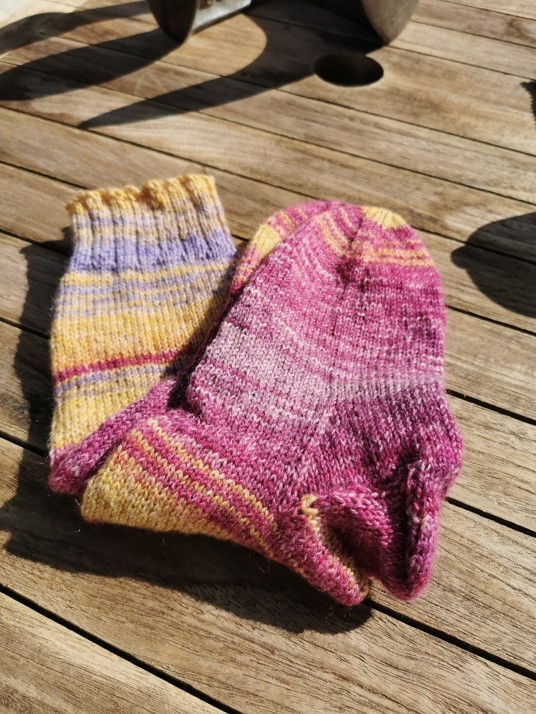 Wool socks - hand knitted: pink n lilac