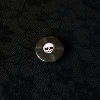 Long Live Vinyl! Skull on a record, 25mm Button Pin Badge