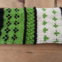 Fingerless gloves in Fair Isle pattern, Green, Black and Oat extra long