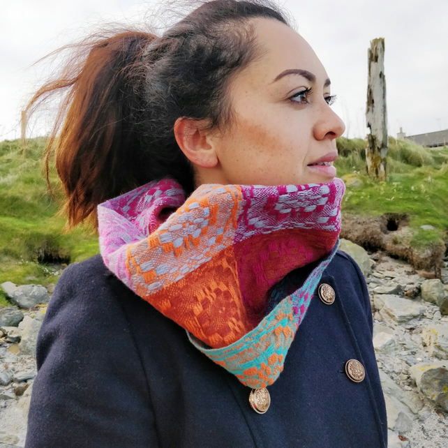 Handwoven lambswool snood, woven in an overshot design, in pinks and oranges