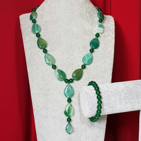 Beautiful green agate necklace and bracelet set.