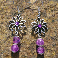 Glass bead and flower earrings, Crackle beads in purple, Drop of 4.3 cm