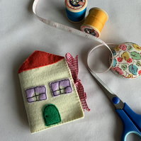 Felt Cottage House Needlecase
