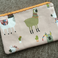 Lace zipped Pouch Alpacas Llamas