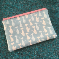 Lace Zipped Pouch Cats