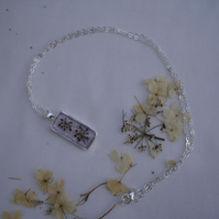 garden & hedgerows resin pendant