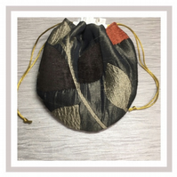 Feathers Circular Bag with eco friendly wipes