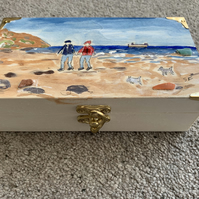 Trinket Box 2 Figures 2 dogs Saltburn beach
