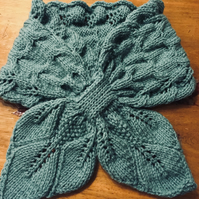 Cosy cross over scarf in leaves and cables pattern