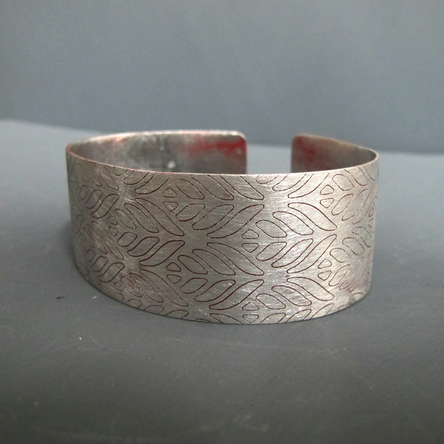 Red Enameled Aluminium Lace Pattern Cuff Bangle