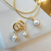 Freshwater Pearl Pendant and Earrings Set