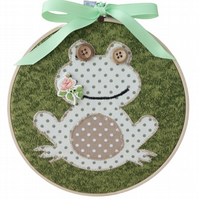 Frog, 15cm Appliqué Embroidered Hoop Art, Hanging Wall Decoration