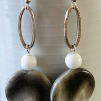 Round marble effect earrings