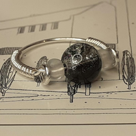 The Mackintosh Black crackle bead Ring