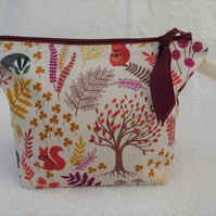 Autumn Woodland Animals Print Zipped Purse. Fully Lined with Gusset and Zip.