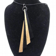 An Attractive Ebony and Ash Art Deco Design Pendant Necklace