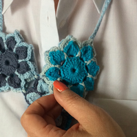 Crochet double sided neckless in blue colours