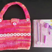 Girls pretty crochet bag with daisies. Comes complete with stationery set