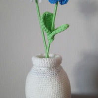 small crotchet vase with flowers
