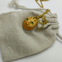 ginger cat resin pendant