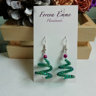 Christmas tree earrings, green Christmas earrings, festive earrings