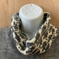 Pure lambswool Elephant detail neck warmer snood