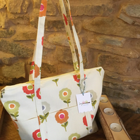 Gorgeous scandi floral handbag - zipped bag with 6 outer pockets