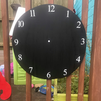 Clock shaped chalkboard suitable for indoor and outdoor use, educational toys