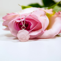 Rose Quartz Flower Pendant Necklace - Floral Rose Quartz Pendant - Gift for Her