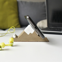 Mountain phone holder from concrete