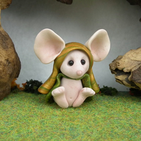 Downland Mouse 'Margo' Crop Gatherer OOAK Sculpt by Ann Galvin Gnome Village