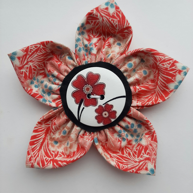Flower brooch red (red floral button)