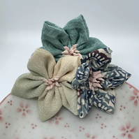 Kanzashi Cluster Brooch- Blues