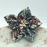 Kikyo Kanzashi Brooch- Blue and burgundy