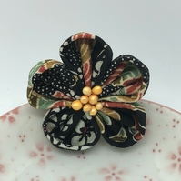 Ume Kanzashi Brooch- Black