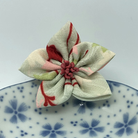 Kikyo Kanzashi Brooch- Pale green and red