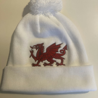 Beanie hat white with Welsh Dragon