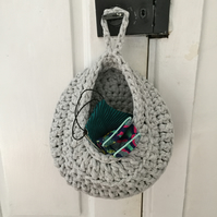 Crochet hanging basket made with upcycled tshirt yarn - light grey