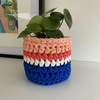 Crochet plant pot cover made with upcycled tshirt yarn - pink small