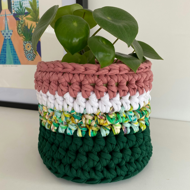 Crochet plant pot cover made with upcycled tshirt yarn - green medium
