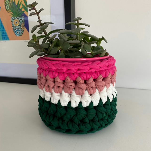 Crochet plant pot cover made with upcycled tshirt yarn - green mini