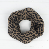 Leopard knitted cowl