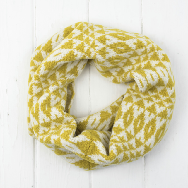 Mirror knitted cowl - mustard and cream