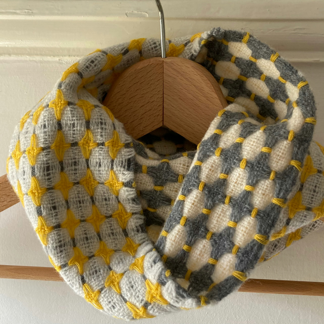 Narcissus Handwoven Lambswool Cowl