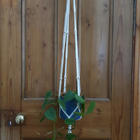 Macramé plant hanger with wooden beads