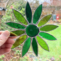 Stained Glass Daisy Suncatcher Handmade Hanging Decoration - Green