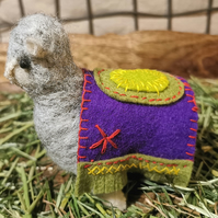 A very well behaved alpaca just for you. Needle felted, hand stitched decoration